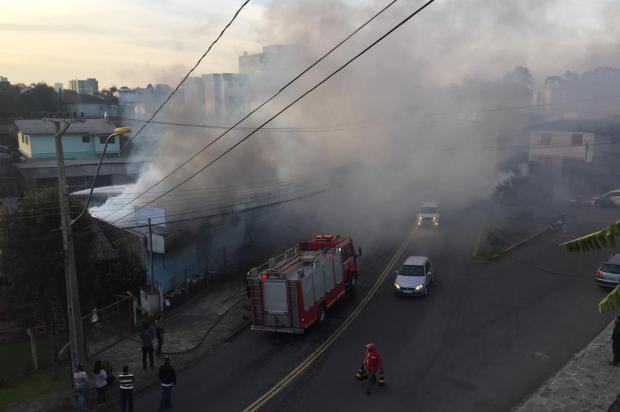Incêndio destrói loja de materiais de construção em Caxias do Sul Porthus Junior/Agencia RBS