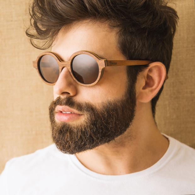 Rodrigo Cury e Martina Seibel apresentam linha de óculos em madeira Preza / Divulgação/Divulgação
