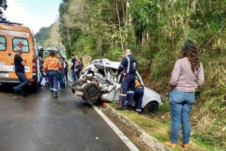 Caminhão sem freios colide em veículo e mata uma pessoa em Gramado (Bombeiros Voluntários de Nova Petrópolis/Divulgação)