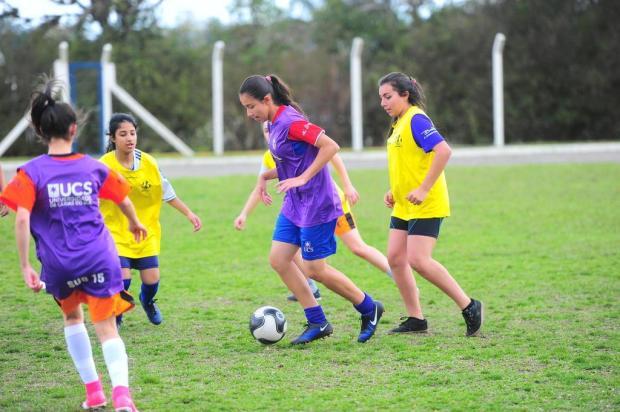 Pontapé inicial dado pelas meninas em Caxias do Sul Porthus Junior/Agencia RBS