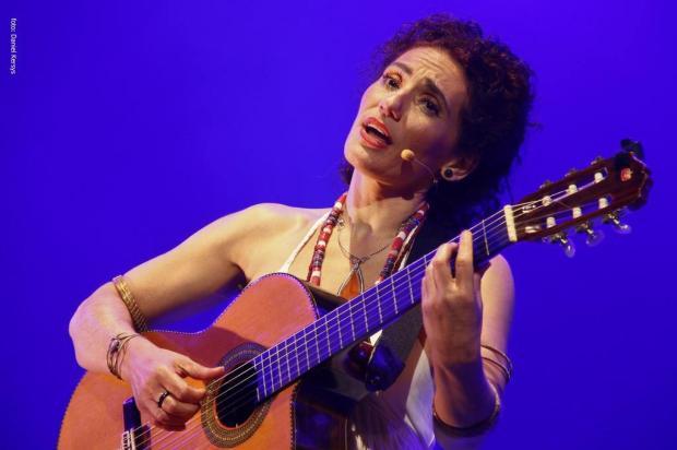 Cantora e violonista Badi Assad ministra workshop neste sábado e faz show no domingo, em Caxias do Sul Daniel Kersys/Divulgação