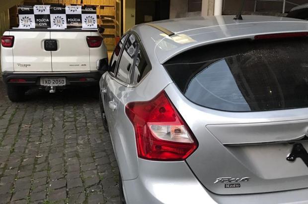 Polícia Civil recupera dois veículos roubados em Caxias do Sul e investigado é preso com pistola Polícia Civil/Divulgação
