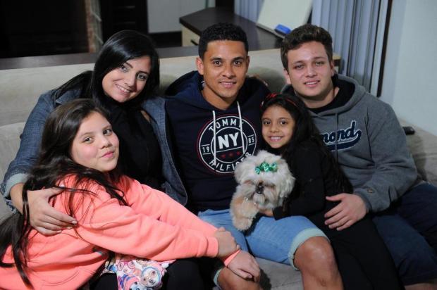 O lado mais forte e alegre do lateral Pará no Juventude Felipe Nyland/Agencia RBS