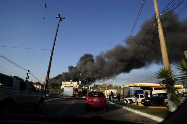 Risco de propagação de incêndio na Marcopolo, em Caxias do Sul, foi controlado no início da noite Marcelo Casagrande/Agencia RBS