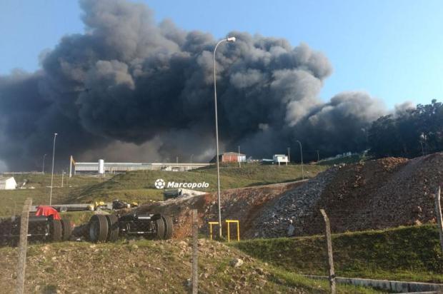 Em 2010, filial da Marcopolo do Rio de Janeiro também foi consumida pelo fogo Vagner Montezano/divulgação