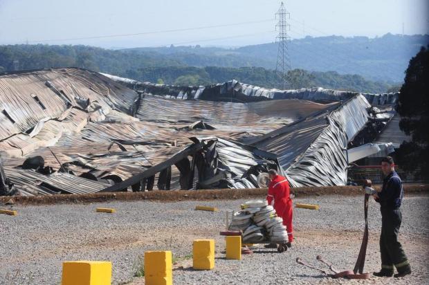 """""""Provavelmente foi acidental"""", afirma comandante dos bombeiros sobre incêndio na Marcopolo, em Caxias Roni Rigon/Agencia RBS"""