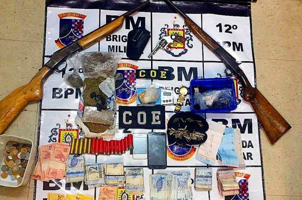 BM de Caxias prende homem com munições, armas e drogas no bairro Jardelino Ramos Brigada Militar / Divulgação/Divulgação