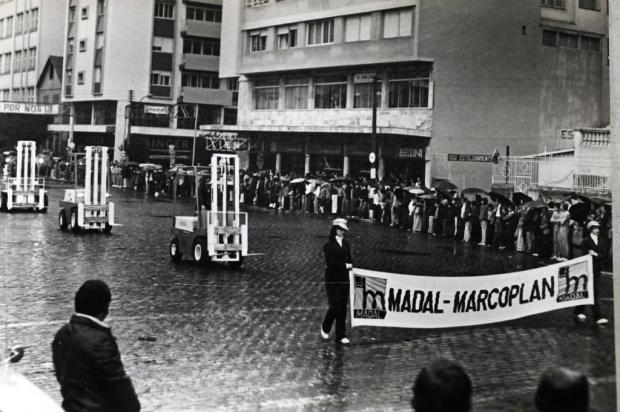 Memória: Indústria na Semana da Pátria de 1977 josé ferreia machado/Agencia RBS