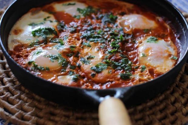 Sirva ovos no molho de tomate Pitadinha/Divulgação