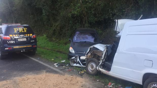 Acidente deixa três feridos na BR-470, em Carlos Barbosa Polícia Rodoviária Federal / Acidente na BR-470/Acidente na BR-470