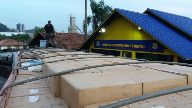 Polícia Rodoviária Federal apreendeu 740 mil maços de cigarro na BR-470 neste ano  Polícia Rodoviária Federal/Divulgação