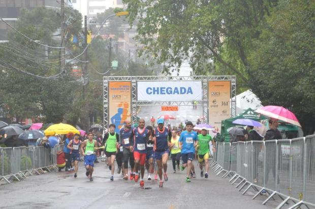 Meia Maratona de Caxias do Sul tem 1,2 mil participantes mesmo com chuva Karine Zanardi dos Santos/Smel,divulgação