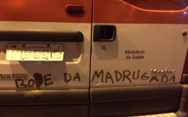 Ambulância do Samu é alvo de pichação em Caxias do Sul Alessandro Comandulli / divulgação/divulgação