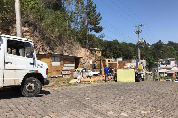 Reintegração de posse retira famílias de área da prefeitura em Bento Gonçalves Divulgação/Divulgação