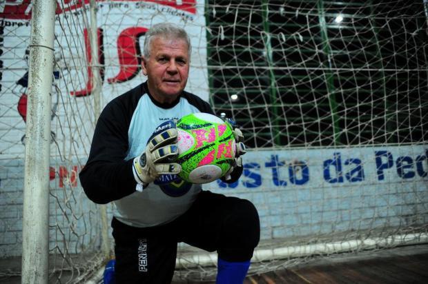 Amadores Futebol Clube: o goleiro de 80 anos que tem muitas histórias nas luvas Marcelo Casagrande/Agencia RBS