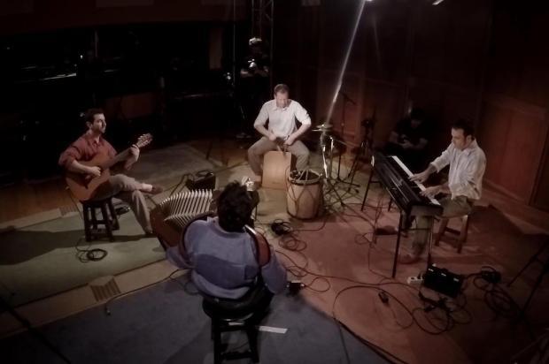 3por4: Caxienses do Yangos abrem nova temporada de série no Music Box Brasil Fabricio Giaboenski/Divulgação