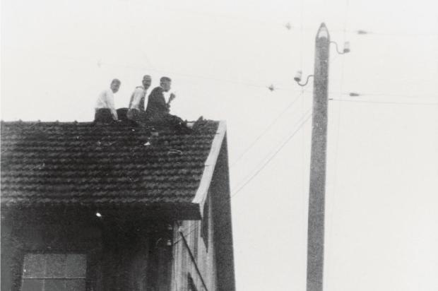Em livro sobre os 70 anos da Rádio Caxias, Marcos Fernando Kirst resgata a cronologia e as muitas histórias da emissora Memorial Rádio Caxias/Reprodução