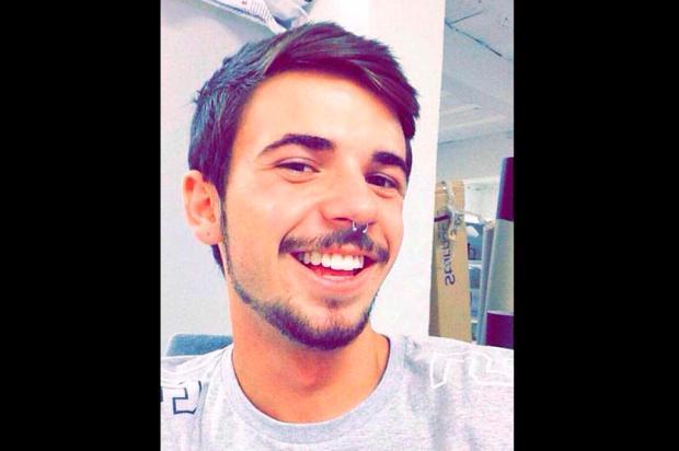 """""""Ele estava sempre feliz"""", diz amiga de jovem morto em acidente em Farroupilha Arquivo pessoal / Divulgação/Divulgação"""