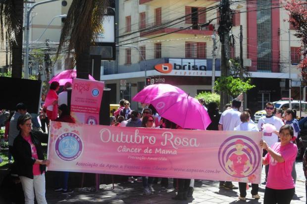 Grupos de auxílio a pacientes de câncer de mama promovem ato de conscientização em Caxias Roni Rigon/Agência RBS