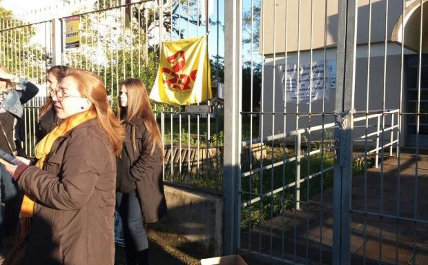 Professores grevistas bloqueiam entradas da 4ª CRE em Caxias do Sul Alana Fernandes / Agência RBS/Agência RBS