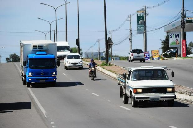 Apesar da maioria dos motoristas usarem faróis ligados durante o dia, lei não consegue frear acidentes em Caxias Porthus Junior/Agencia RBS