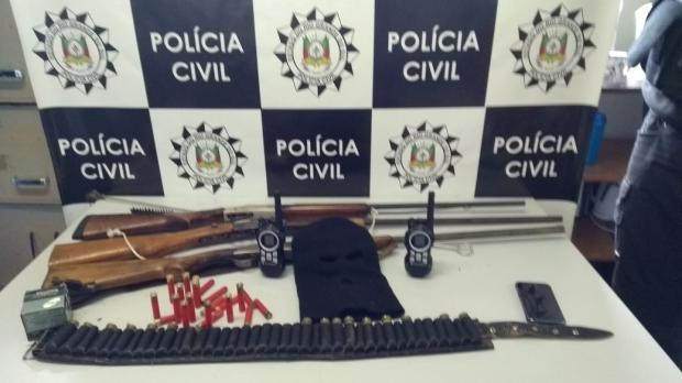 Dupla é presa com três espingardas no interior de Caxias do Sul Polícia Civil / Divulgação/Divulgação