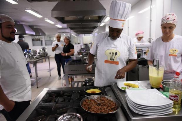 Com receita inovadora à base de polenta, merendeira de Bento Gonçalves disputa concurso nacional em Brasília FNDE/divulgação