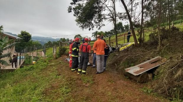 Queda de aeronave deixa dois mortos no interior de Barão Bombeiros Voluntários de Salvador do Sul / divulgação/divulgação