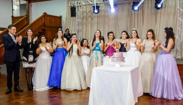 Meninas de projeto social debutam em Bento Gonçalves Cleber Brauner/Divulgação