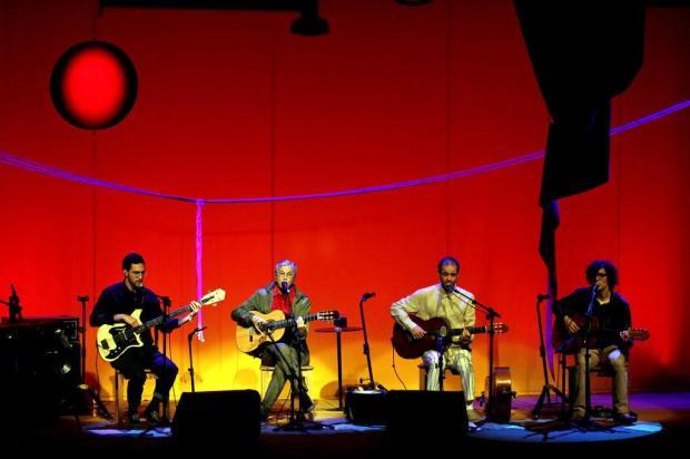 """Caetano Veloso está em turnê com os três filhos e republica o livro """"Verdade Tropical"""", lançado há 20 anos MARCOS ARCOVERDE/Estadão Conteúdo"""