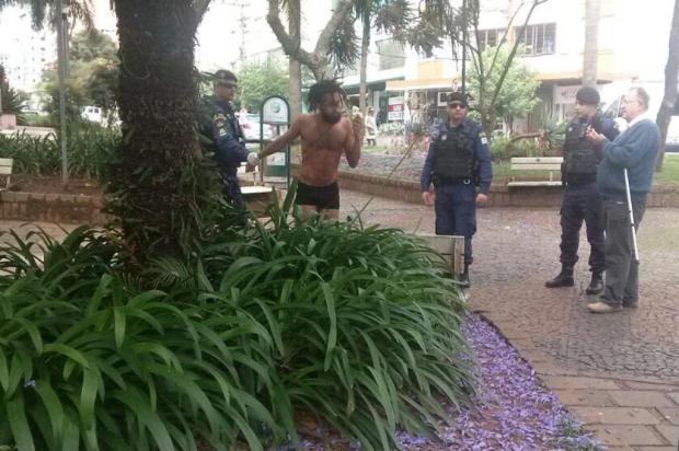 Imagens mostram abordagem da Guarda Municipal a bailarino em Caxias do Sul divulgação/divulgação