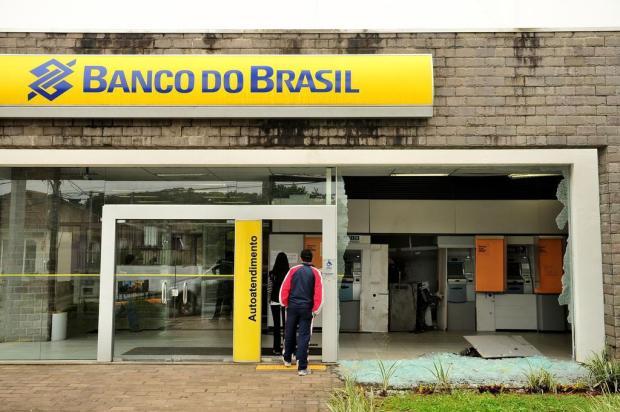 Criminosos explodem caixa eletrônico do bairro Ana Rech, em Caxias do Sul Diogo Sallaberry/Agencia RBS