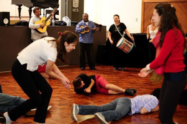 Brincar é uma arte e um ofício para o mestre em cultura popular brasileira Tião Carvalho, que esteve em Caxias do Sul em outubro Diogo Sallaberry/Agencia RBS