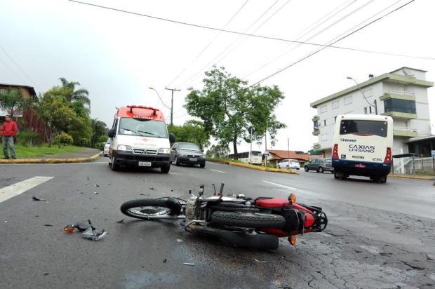 Motociclista está em estado grave após colidir com ônibus na Perimetral Oeste, em Caxias Lucas Demeda/Agência RBS