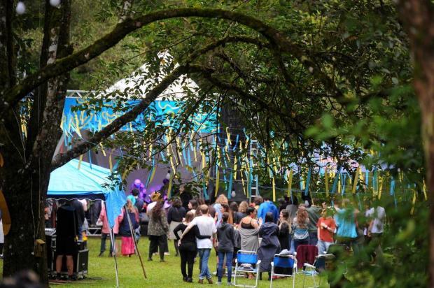 Música, natureza e economia criativa: Festival Enxame reúne centenas de pessoas em camping de Caxias do Sul Felipe Nyland/Agencia RBS
