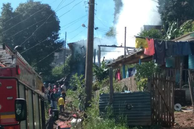 Criminosos matam duas pessoas e depois incendeiam casa em Caxias do Sul Kamila Mendes/Agencia RBS