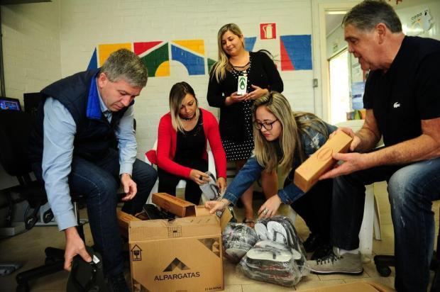 Empresários de Caxias repõem pares de chinelos furtados de crianças carentes Diogo Sallaberry/Agencia RBS