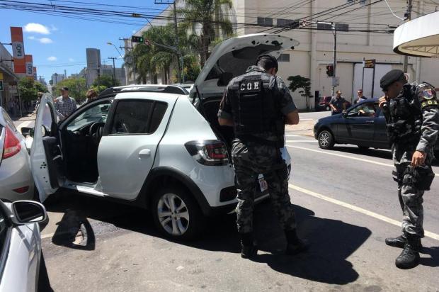 Criminosos trocam tiros com policiais próximo ao Fórum de Caxias do Sul Suelen Mapelli/Agência RBS