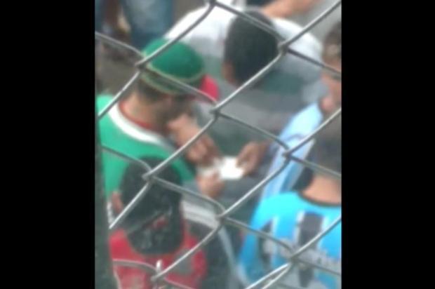 Vídeo: detentos do presídio de Bento Gonçalves fazem rodízio de cocaína no pátio da prisão reprodução/reprodução