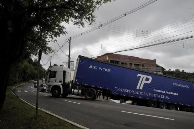 Caminhão bloqueia o trânsito na Rua Ludovico Cavinatto, em Caxias do Sul Marcelo Casagrande/Agencia RBS