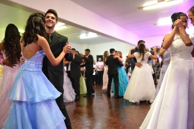 Projeto 15 Primaveras, em Caxias, torna realidade o sonho de 12 adolescentes Renata Chies/divulgação
