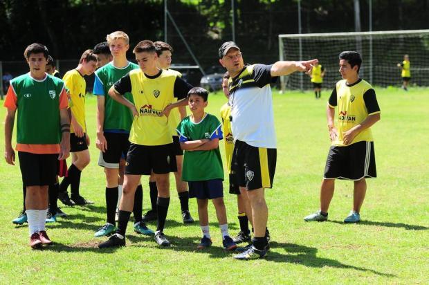Amadores Futebol Clube: Alexandre Grams é comandante da escolinha do Vila Cristina Porthus Junior/Agencia RBS
