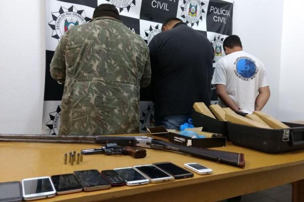 Polícia Civil prende três pessoas e apreende grande quantidade de drogas e armamento em Vacaria Polícia Civil de Vacaria/Divulgação