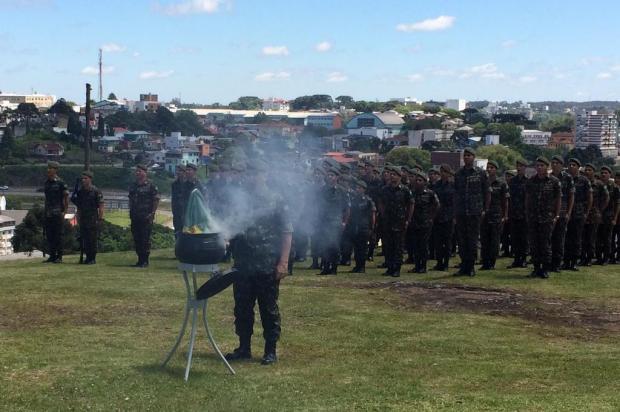 3° GAAAe, de Caxias, realiza cerimônia em homenagem ao Dia da Bandeira ./Pioneiro
