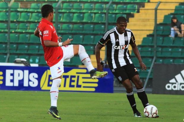Lateral-esquerdo Julinho é o novo reforço do Caxias Luiz Henrique/Figueirense,Divulgação