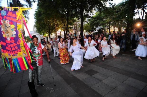 Maracatu Baque dos Bugres e Projeto Sucata Sonora promovem evento alusivo ao Dia da Consciência Negra em Caxias Porthus Junior/Agencia RBS