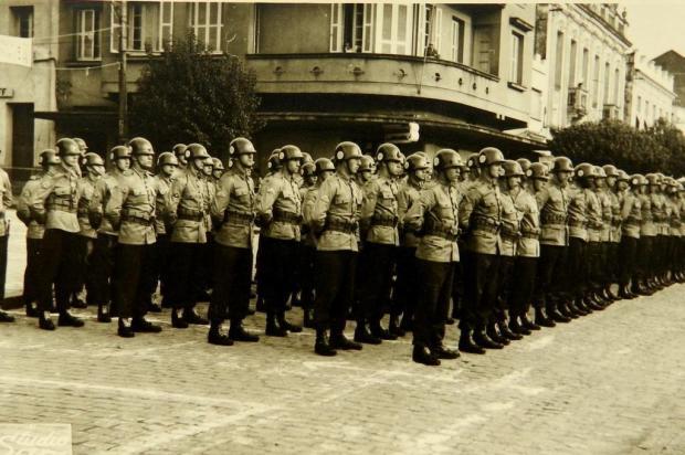 Memória: Reservistas da classe de 1943 Acervo pessoal de Dolmires Visentin Lunardi/divulgação
