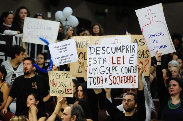 Comunidade artística ocupa a Câmara Municipal para protestar contra corte de verba do Financiarte, em Caxias Diogo Sallaberry/Agencia RBS