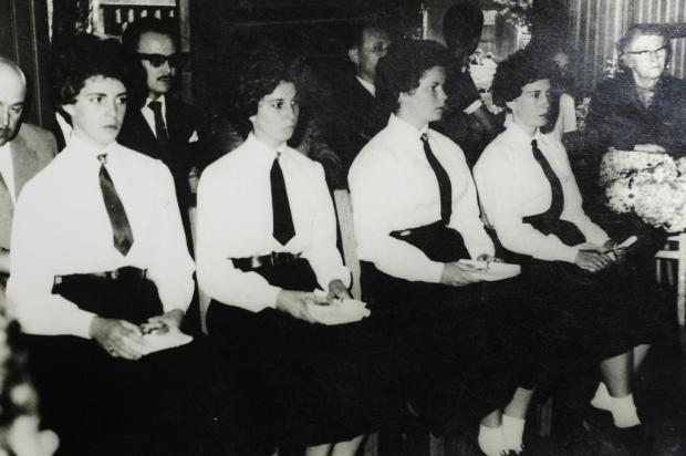 Memória: formandas do Ginásio Santa Úrsula Acervo pessoal Mari Helena Borghetti/Divulgação