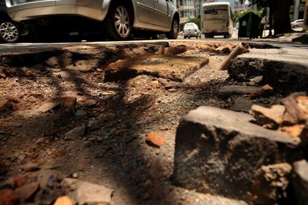 Obras inacabadas oferecem riscos em ruas de Caxias do Sul Diogo Sallaberry/Agencia RBS